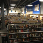 Photo taken at University of Delaware Bookstore #UDel by Erdemalp Ö. on 10/11/2012