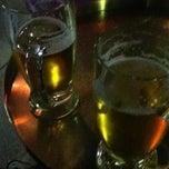 Das Foto wurde bei Wombata City Bar von Zia K. am 10/18/2012 aufgenommen
