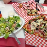 Photo taken at Giant New York Pizza and Pasta by Gregg A. on 3/29/2013