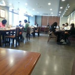 Photo taken at Starbucks by Jiwoong Y. on 3/20/2013
