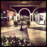 Foto tirada no(a) Stanford Shopping Center por Aaron E. em 3/27/2013