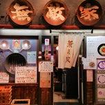 Photo taken at 無敵家 新宿三丁目店 by 芳雄 大. on 6/17/2014
