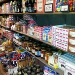 Photo taken at Cracker Barrel Old Country Store by Vickie W. on 12/23/2012