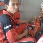 Photo taken at Bengkel Yamaha Maju Jaya Motor by Ainie L. on 3/4/2011
