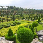 Photo taken at สวนนงนุช (Nong Nooch Garden & Resort) by Qu s. on 11/11/2012