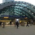 Photo taken at Canary Wharf London Underground Station by Ryna Syaz O. on 1/10/2013