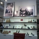 Photo taken at Guess by Marcos F. on 9/15/2012