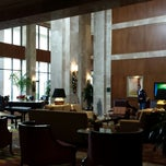 Photo taken at The Lobby Bar At The Omni by Alhinna V. on 12/29/2013