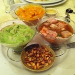 Photo taken at Restaurant Tres Continentes by Mario L. on 12/14/2012
