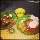 Photo taken at Ayam bakar Genther by Ridho R. on 9/23/2013