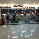 Photo taken at BookXcess by Yih Ling P. on 9/17/2012