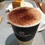 Photo taken at Gloria Jean's Coffees by Yana G. on 12/18/2012