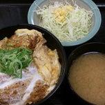 Photo taken at 松乃家 中野店 by Hi H. on 10/11/2014