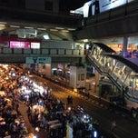 Photo taken at แบกะดินสยามสแควร์ (Siam Square Night Market) by Jonny on 2/8/2014