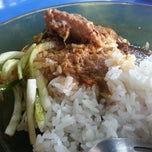 Photo taken at Nasi Dagang Mek Puan by Taufiq T. on 11/20/2012