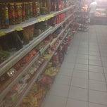 Foto tirada no(a) Hiper Econômico por Jonas S. em 12/30/2013