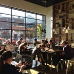 Photo taken at Toby's Estate Coffee by Yeh Ji S. on 11/26/2012