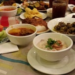 Photo taken at Restoran Rebung Chef Ismail by Diana M. on 7/27/2013
