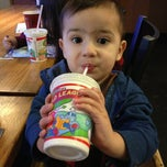 Photo taken at Pizza Hut by Jose on 2/21/2013