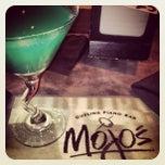 Photo taken at Mojo's Dueling Piano Bar by Alyssa B. on 6/9/2012