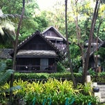 Photo taken at Ao Prao Resort (อ่าวพร้าว รีสอร์ท) by badztua on 5/5/2012