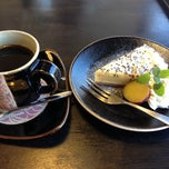 Photo taken at つかもと本店 by Yuuya K. on 11/23/2013