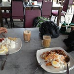 Photo taken at Restoran Singgah Sokmo by Norif Paival Y. on 2/23/2013