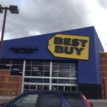 Photo taken at Best Buy by Steven H. on 3/29/2014