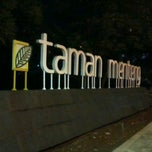Photo taken at Taman Menteng by Ikhsan Aji W. on 11/15/2012