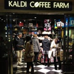 Photo taken at KALDI COFFEE FARM アトレ大井町2 by Leon Tsunehiro Yu-Tsu T. on 2/23/2013