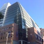 Das Foto wurde bei Baruch College - William and Anita Newman Vertical Campus von Charles S. am 10/26/2013 aufgenommen