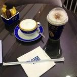 Photo taken at Coffee World (คอฟฟี่เวิล์ด) by 💞🍭🍫🍒Ying😎💑💕 on 12/1/2012