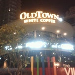 Photo taken at OldTown White Coffee by Hafsyam Z. on 10/22/2012