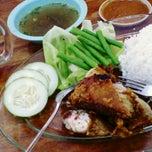 Photo taken at Restoran Gemilang Bundusan by Genevive G. on 10/17/2012