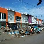 Photo taken at Pasar Semampir Kraksaan by Biyanto b. on 4/13/2014