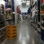 Photo taken at Lowe's Home Improvement by Perry on 9/21/2012
