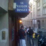 Photo taken at Violon Dingue by Jonathan B. on 7/1/2012