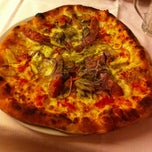 Photo taken at Pizzeria Pontello by Rosario P. on 5/25/2013