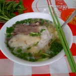 Photo taken at Phở Bắc Hải by Mèo Đ. on 1/28/2015