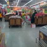 Photo taken at Giant Hypermarket by Egha Anawai A. on 5/11/2014