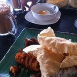 Photo taken at Restoran Original Penang Kayu Nasi Kandar by Jija 🌸 on 12/21/2014