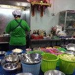 Photo taken at ร้านอาหารชวนชิม by Warich S. on 3/5/2014