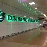 Photo taken at Don Mueang International Airport (DMK) ท่าอากาศยานดอนเมือง by Reena J. on 7/10/2013