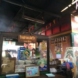 Photo taken at ร้านสามแม่ครัว (เตาฟืน) by pongsathorn w. on 3/21/2014