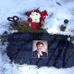 Photo taken at Howard Lincoln High Grave Site by Говард Г. on 1/5/2014