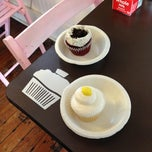 Photo taken at Lu Li's Cupcakes and Icecream by Kenny P. on 12/15/2012