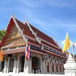 Photo taken at วัดนวลนรดิศ (Wat Nuannoradit) by Liftildapeak W. on 5/13/2014