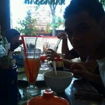 Photo taken at Resto Sulawesi 165 by edhys s. on 12/1/2012