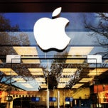 Photo taken at Apple Store, 4th Street by Jared W. on 3/18/2013