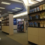 Photo taken at Barnes & Noble by Marquez on 4/10/2013
